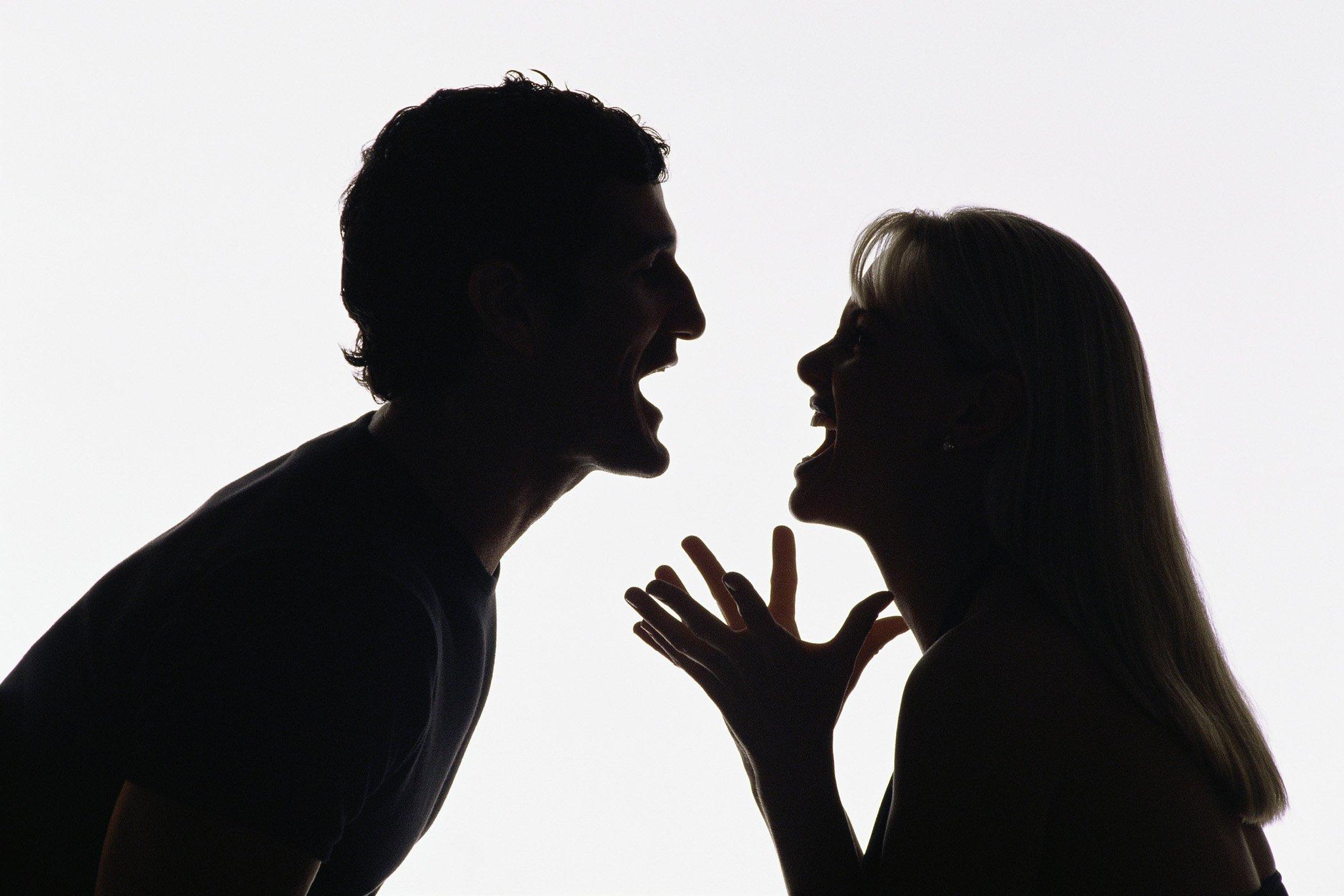 """Як не """"спалитись"""": три слова, що вказують на брехню жінок"""