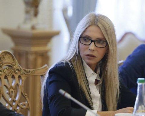 Тимошенко знову в новому образі: тепер із розпущеним волоссям (фото)