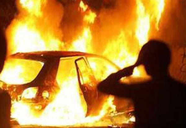 Уторгового центра неожиданно зажегся автомобиль— Киев