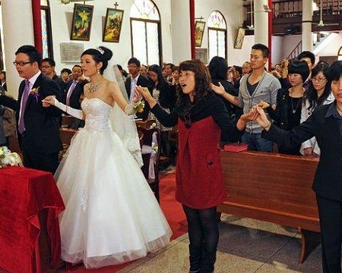 У Китаї заборонили без необхідності співати гімн