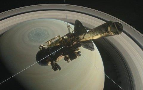В NASA представили последние фото с погибшего зонда Cassini