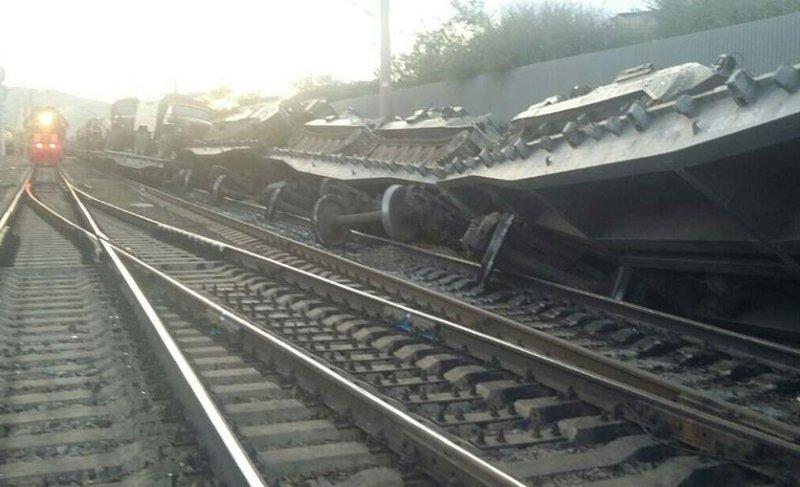14 вагонов поезда сошли срельсов— Авария вЧите