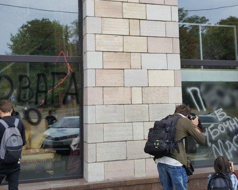 Учасники подій на Грушевського: Якби ми промовчали, держава махнула б на ці графіті рукой