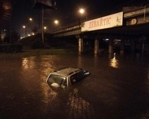 Украинский город затопило, машины плавали по улицам