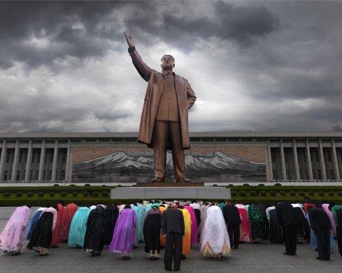 По ту сторону занавеса: в КНДР процветает детское рабство (фото)