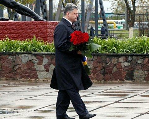 Порошенко наказав Уряду знайти кошти на Меморіал українським героям