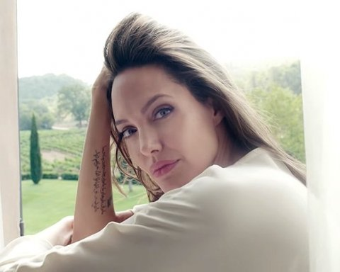 Новый роман Анджелины Джоли: украинцам озвучили подробности