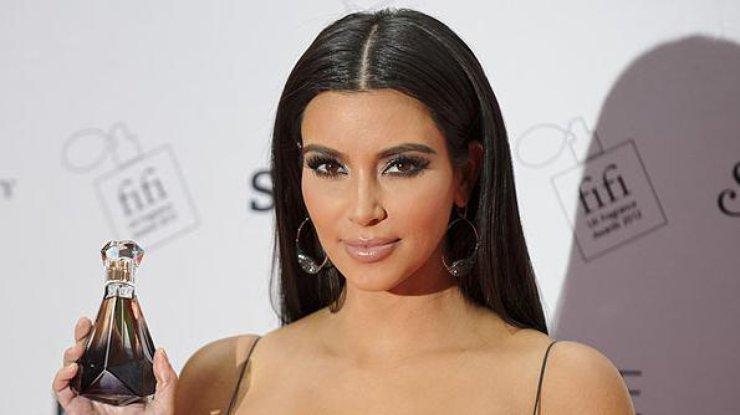Ким Кардашьян ошеломила пользователей сети соблазнительным платьем