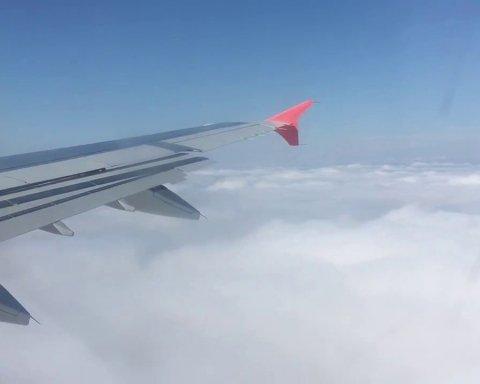 Літак в Одесі ледь не влаштував авіакатастрофу під час зльоту: фото НП