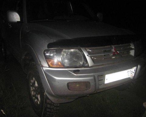 Блукаючі в українських лісах росіяни позбулися дорогого позашляховика