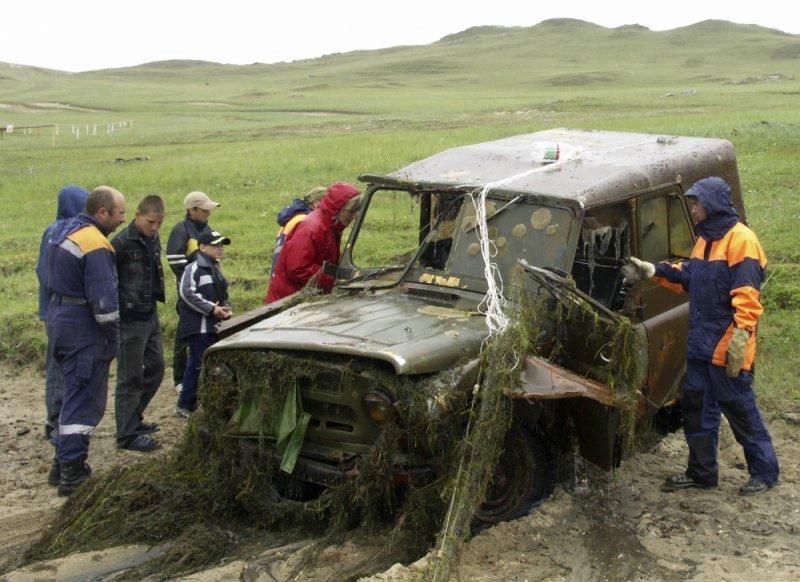 Со дна Байкала подняли вертолет, самолет и сто автомобилей (фото)