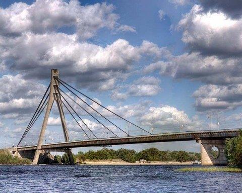 Киян попередили про деформацію на Московському мосту
