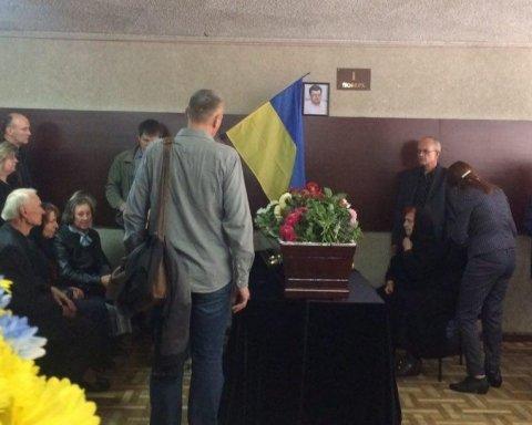 У Києві попрощалися з політологом Олексієм Курінним (фоторепортаж)