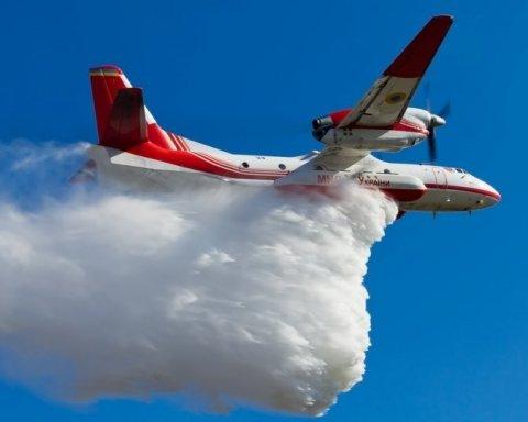 Взрывы в Калиновке: тушение пожара показали с высоты птичьего полета (видео)