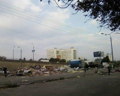 Массовый погром произошел в Киеве возле одного из рынков (фото)
