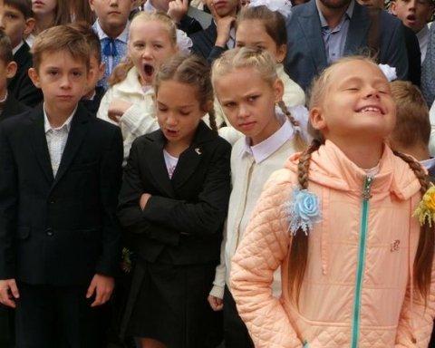 Російським випускникам видали грамоти з України