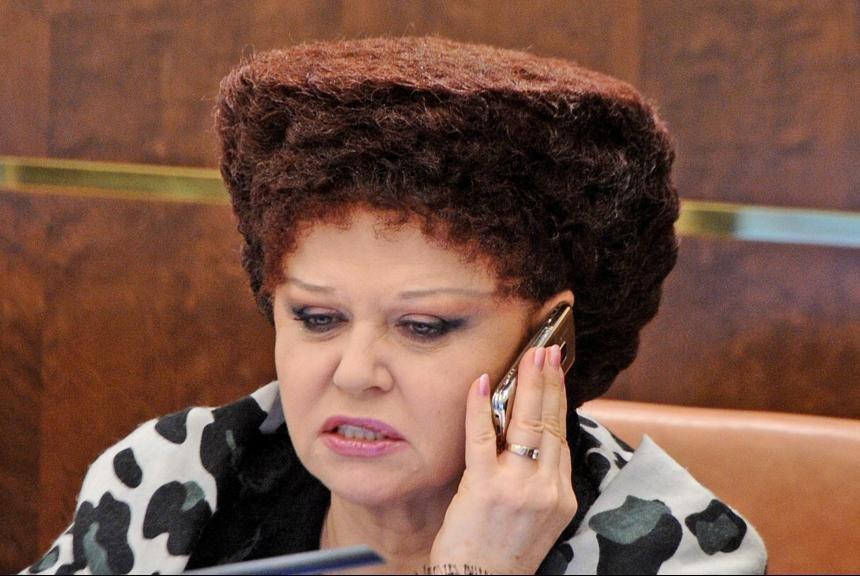 На показі мод в Парижі моделі копіювали зачіску російського політика (фото)