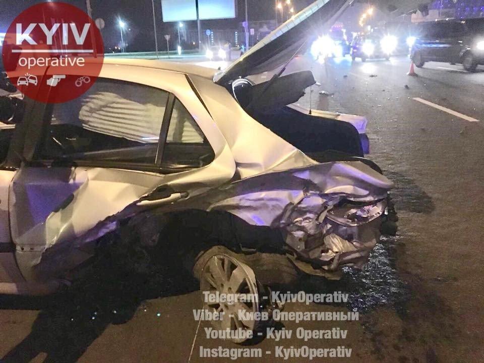 ВКиеве автомобилист, убегая откопов, попал всерьезное ДТП