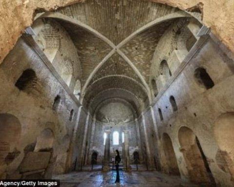 Останки святого Николая нашли в Турции