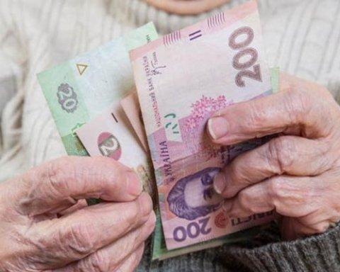 Пенсия в Украине: кто и сколько доплат получит (видео)