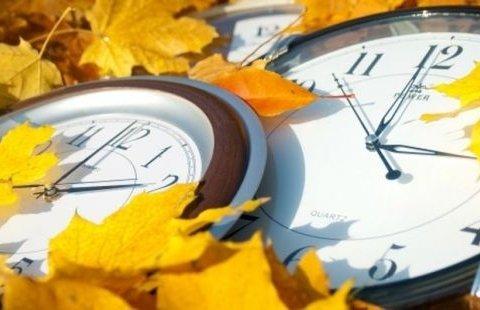 Украинцам напомнили, когда переводить часы на зимнее время