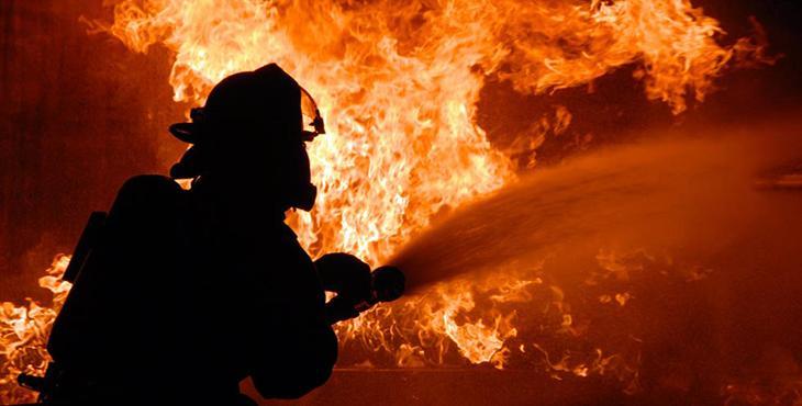 Огненный ад под Николаевом: мощный пожар охватил многотысячную площадь завода
