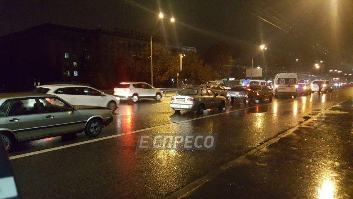Масштабное ДТП вКиеве: столкнулись 5 авто