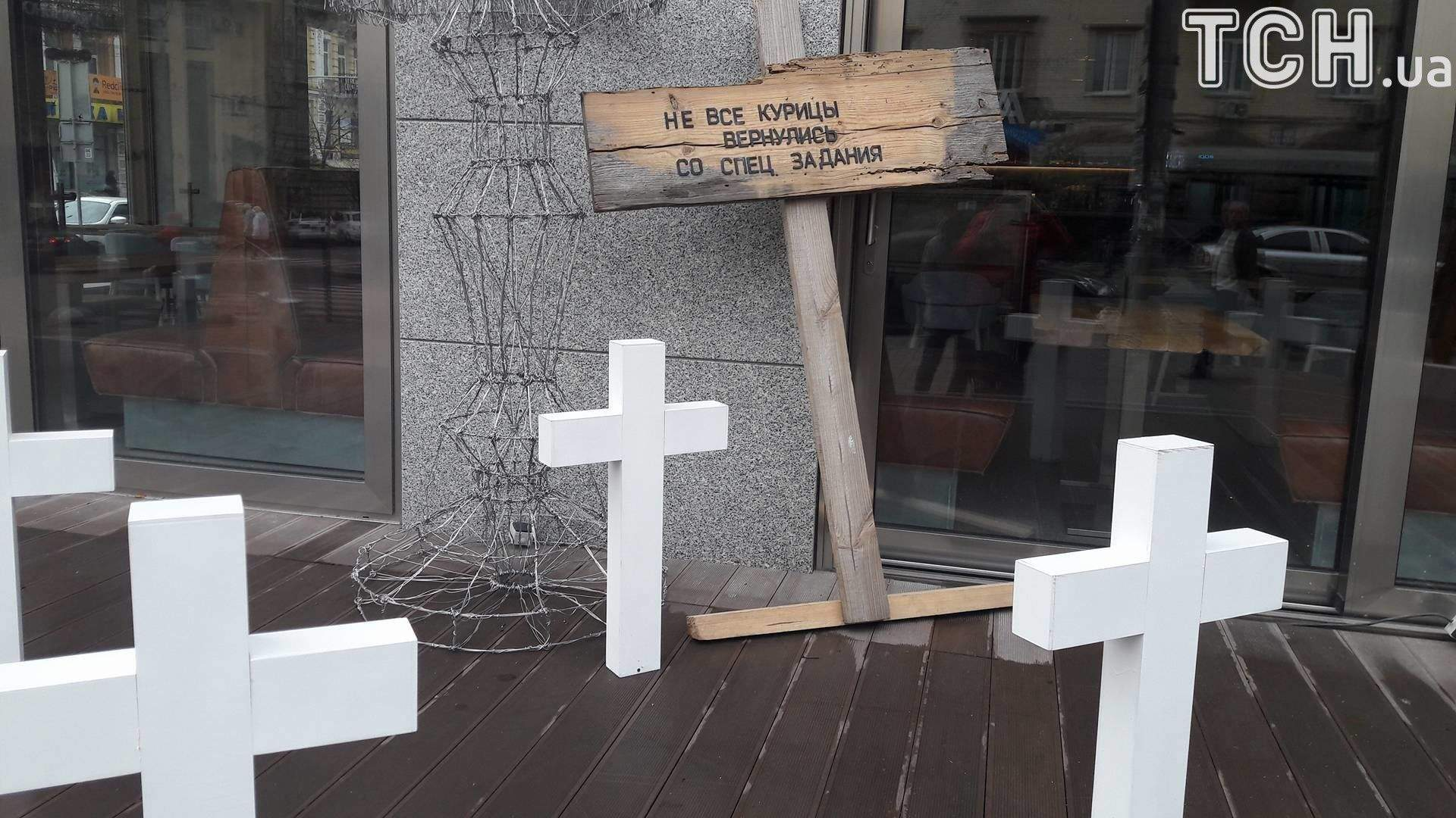 """""""Святкове"""" кладовище приголомшило киян: у мережі лютують"""