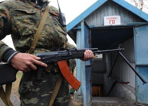 Автомобиль с людьми расстреляли боевики на Донбассе, есть погибшие