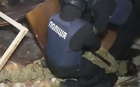 Поліція захопила Святошинський суд штурмом