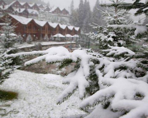 Сильний вітер та снігопади: в Україні оголошено штормове попередження