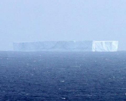 От Антарктиды откололся гигантский айсберг (фото)