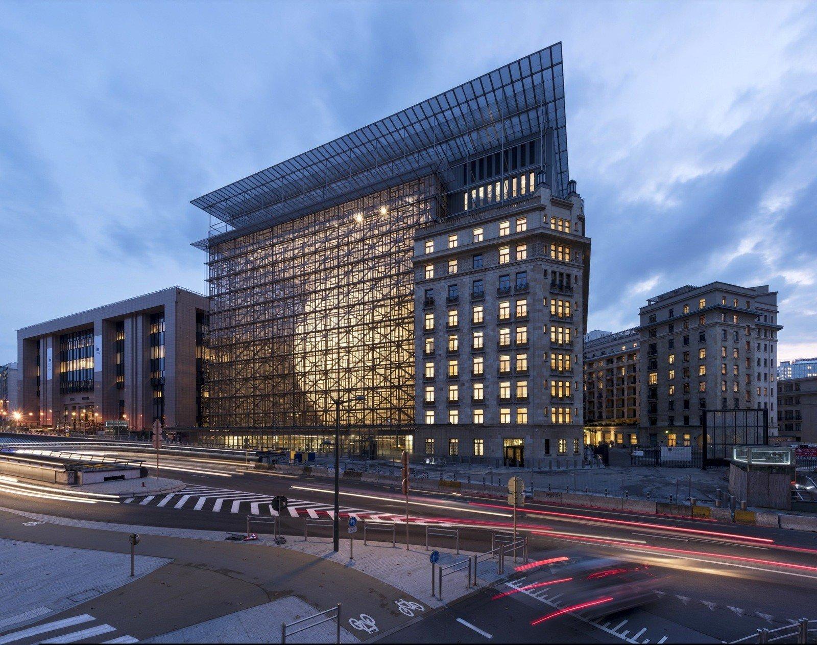 З будівлі Ради ЄС евакуюють персонал – багато людей отруїлося газом