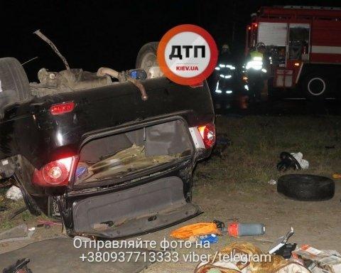 Жуткое ДТП под Киевом: изуродованные тела разбросало по дороге (фото)