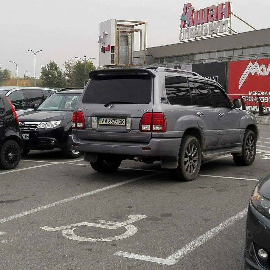Штраф запаркування на місцях для інвалідів зріс у п'ять разів
