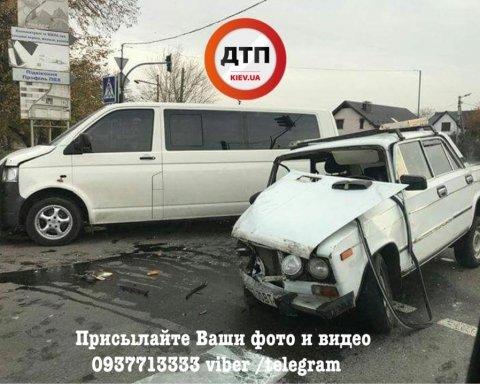 Жуткое ДТП под Киевом: автомобили ВАЗ и Volkswagen разбиты вдребезги