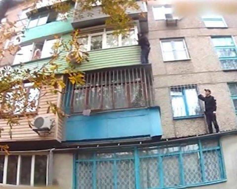 Украинцев поразило героическое спасение женщины с ребенком в Мариуполе