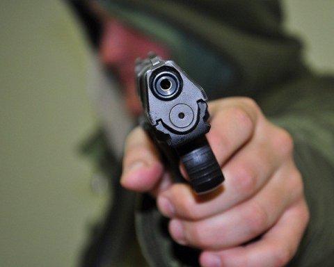Ограбление по-голливудски: неизвестный с пистолетом напал на кафе в столице