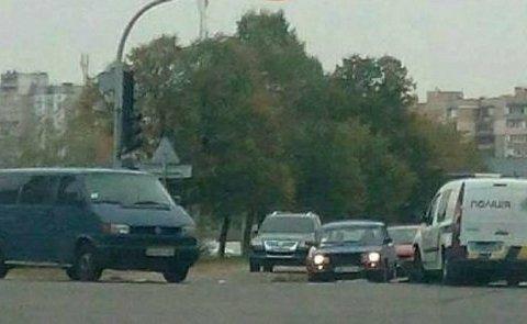 У Києві авто поліцейських потрапило в ДТП (фото)