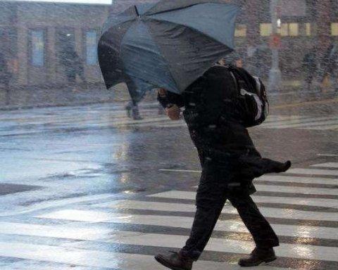 В Украину движется мощный циклон, объявлено штормовое предупреждение