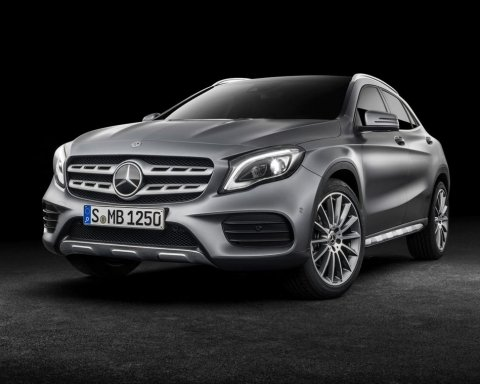 """Скромна"" секретар суду придбала Mercedes за мільйон"
