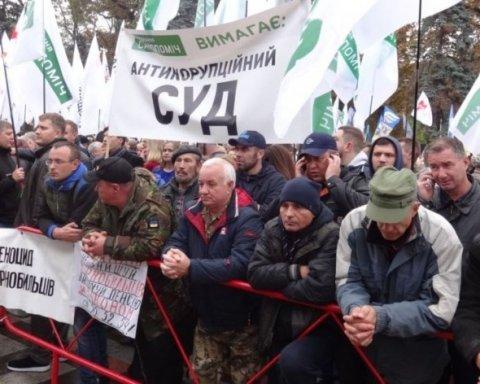 Протести в Києві: що зараз відбувається під Радою (відео)