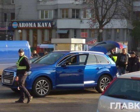 Правоохранители массово проверяют машины нардепов