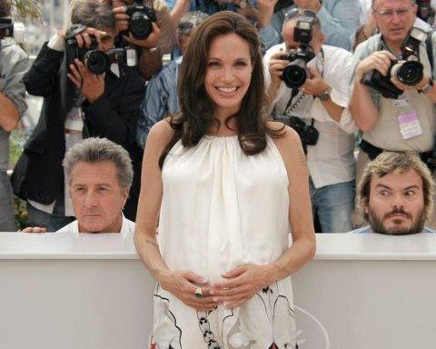 Врач Джоли озвучила секреты красоты актрисы