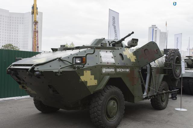 Крутой «броневик» показали в Киеве (видео)