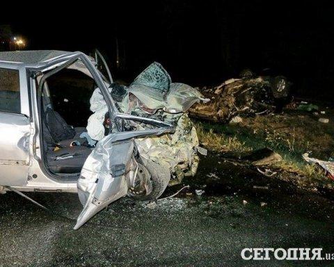 Двое погибших, авто — в хлам: в столице произошло ужасное ДТП (фото)