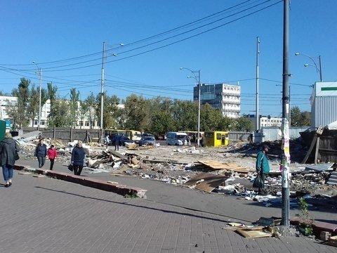 В Киеве массово сносят МАФы: теперь у метро «Лесная»
