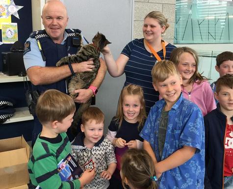 """Кіт-поліцейський """"Снікерс"""" став зіркою Instagram (фото)"""