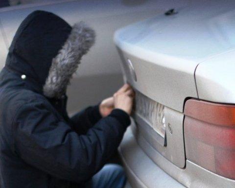 Киян попереджають про автомобільних шахраїв