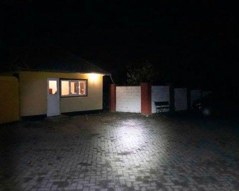 Шесть человек в балаклавах напали на семью ровенского фермера